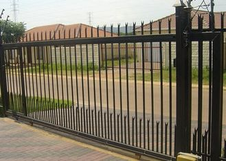China Horizontal Steel Automatic Driveway Gates Remote Control For Industrial Park supplier