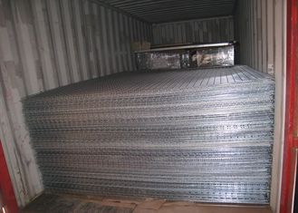 China Custom 3D Welded Wire Mesh Panels For Sport Field Garden High Strength supplier