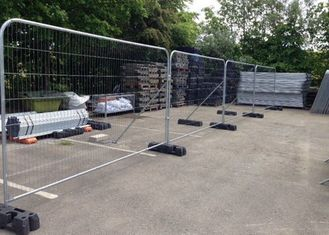 China Welded Temporary Mesh Fencing , Electro Galvanized Security Fence Panels supplier