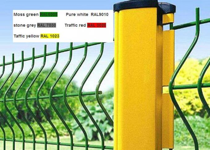 Triangular Bends Garden Mesh Fencing Safety For Sport Field , 3-6.0mm Wire Gauge