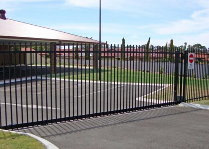 Living Area Spear Top Automatic Driveway Gates Powder Coated Sliver Color
